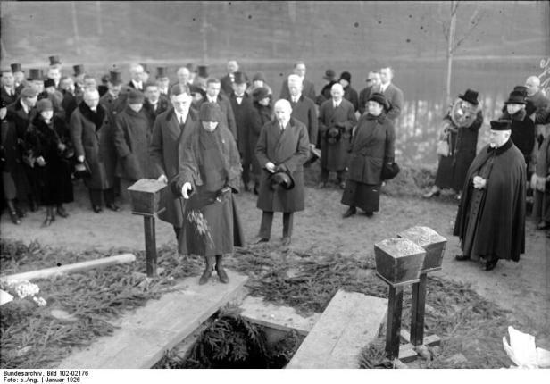Berlin, Beisetzung von Paul Cassirer